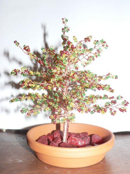 Цветы и деревца из бисера.